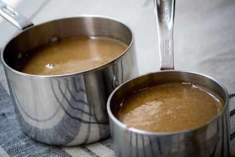 La cajeta mexicana, originaria de Celaya, Guanajuato, es uno de los más irresistibles dulces nacionales y es la versión del conocido dulce de leche, pero elaborada con leche de cabra o una mezcla de ésta con leche de vaca. Con este secreto sabrás cómo hacer cajeta a la vainilla casera.