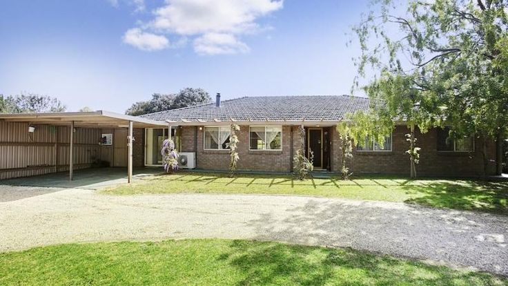 Property data for 329 Oaks Road, Thirlmere, NSW 2572. View sold price history for this house and research neighbouring property values in Thirlmere, NSW 2572