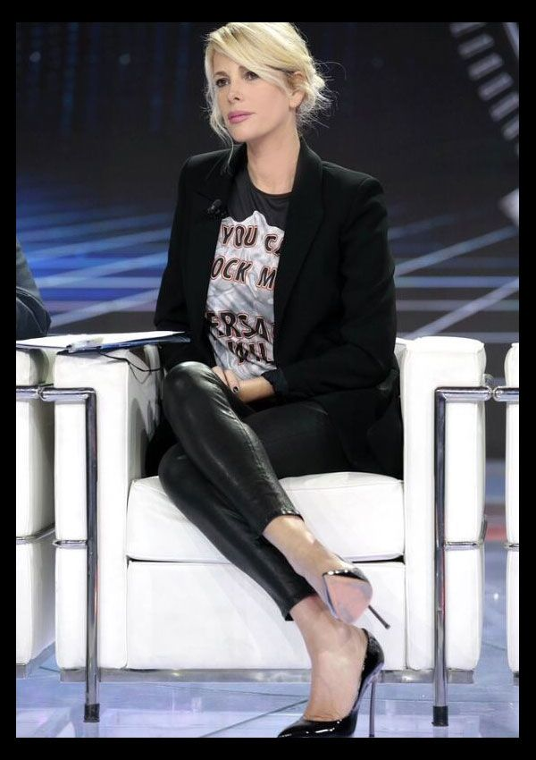 Alessia Marcuzzi oufit! black blazer, rock tee (from Versace) and black pants! perfect look! <3 http://www.lapinella.com