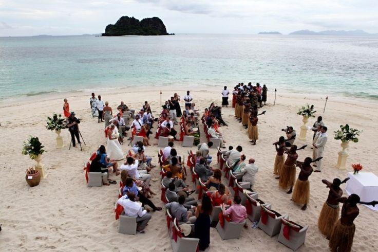 Beautiful beach wedding, Vomo Island, Fiji. Photography by Zoomfiji