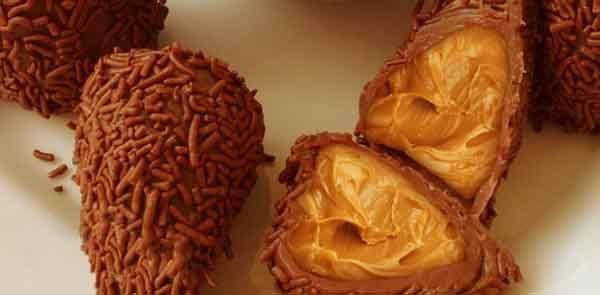 Uma receita de coxinha totalmente diferente do que você está acostumado a ver ou fazer, aprenda a fazer essa coxinha diferente. Coxinha de Paçoquita Cremosa
