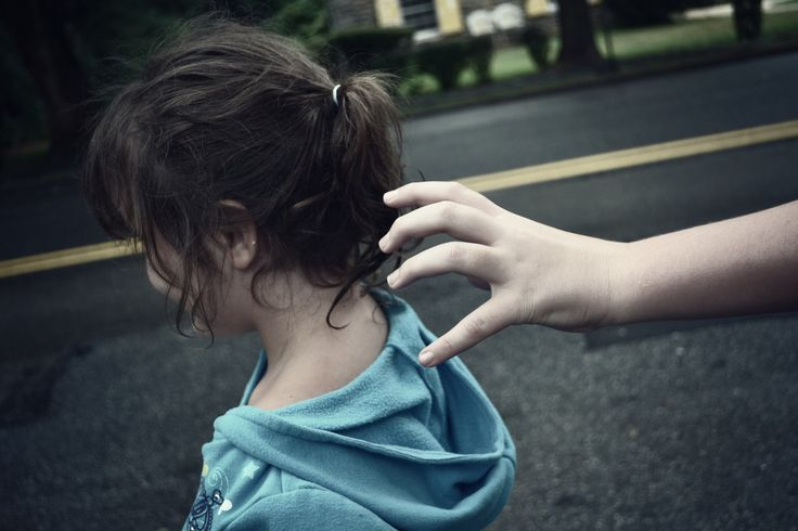 aman dari orang asing, cara mengajari anak agar aman, lari dan teriak, melindungi anak dari orang asing, orang tidak dikenal, tips anak, waspada orang asing
