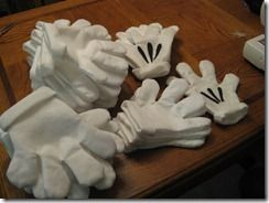 Homemade Disney Mickey Mouse Hands - Great for your group Disney photos - or a child's party.