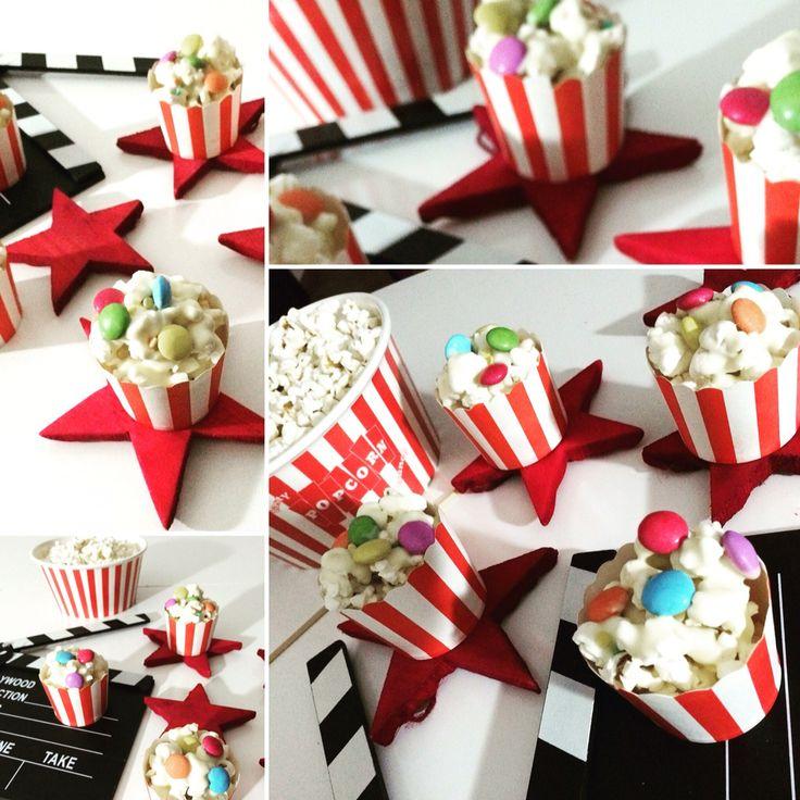Mini secchielli di popcorn con cioccolato bianco e smarties