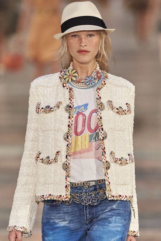 Chanel Fashion Show Crucero 2017                                                                                                                                                                                 More