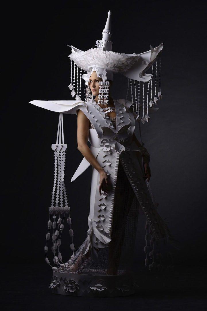 Нежные традиционные костюмы из бумаги
