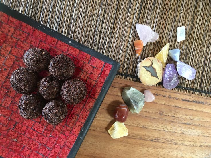 Date free bliss balls - The Nourished Psychologist