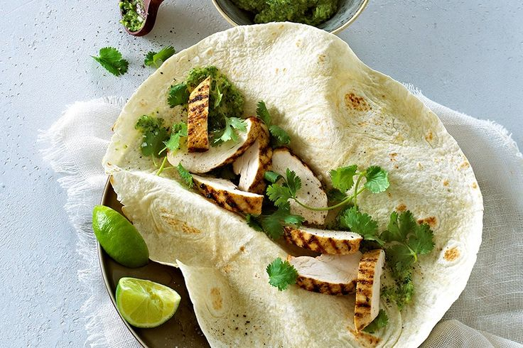 Kylling i tortilla med salsa verde