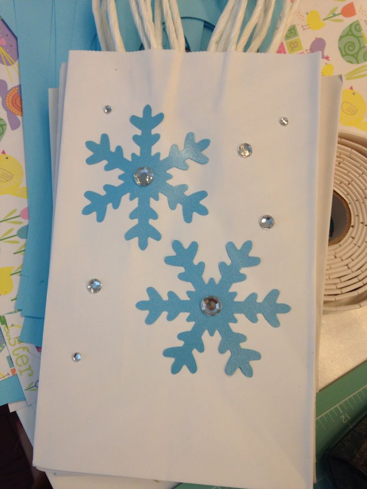 Love it! Decorate our twisted paper party bags with snowflakes for a pretty frozen theme. http://www.thecuriouscaterpillar.co.uk/diy-party-bags/empty-paper-party-bags/baby-blue-paper-party-bag-with-twisted-handles.html