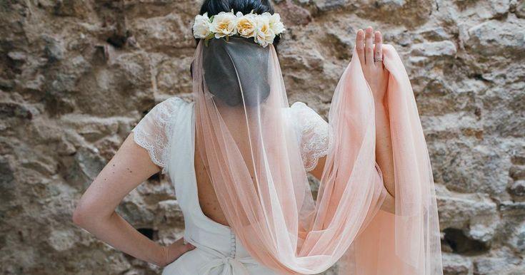 Velos para novias de colores, ¡un toque diferente!
