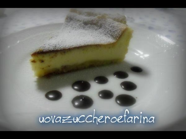 La ricetta originale di questo cheesecake o Käsetorte dell'Antro prevede l'utilizzo del formaggio quark; potete sostituirlo con il più comune Philadelfia.