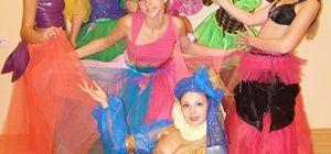 Музыка, эскизы костюмов, шумотека и многое другое для постановки детского спектакля.