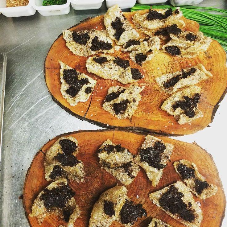"""Pure evil""  Hog crackle black garlic smoked onion @thepowderkeg @quattropassi_darlinghurst  #restaurantaustralia #pottspoint #hog #hogcrackle #smoked #pig #cochon #canapes #beauty #foodprn #organic #food #foodgasm #foodporn #lovemyjob #chefsofinstagram #chefstalk #theartofplating #thepowderkeg #tpk #amuse #amusebouche #kingscross #cheflife #chefs by chefelijahholland"