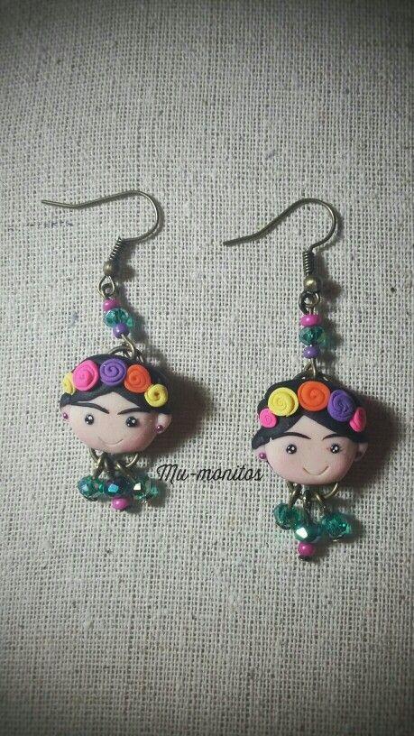 Frida Kahlo Earrings/ aretes polymer clay. Mu-monitos