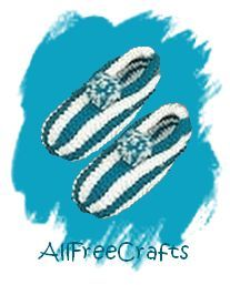 Free pattern to knit warm and cosy striped slippers in two colors of worsted weight yarn.