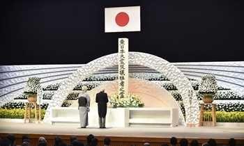 Lágrimas e orações no aniversário de cinco anos do tsunami no Japão