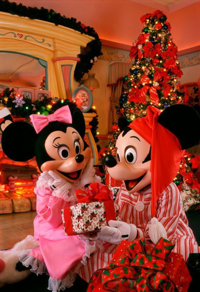 awwwww minnie and mickey disney christmas disneyland christmaschristmas partieschristmas - Mickeys Christmas Party Disneyland