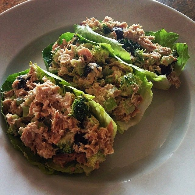"""""""I discovered my new fav lunch on the #21dayfix! 1 red (tuna), 1/2 purple (grapes), 1 green (lettuce, broccoli, celery) and 1 orange (creamy herb dressing)."""""""