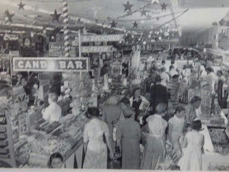 Woolworths opening day at Parramatta in 1957.A♥W
