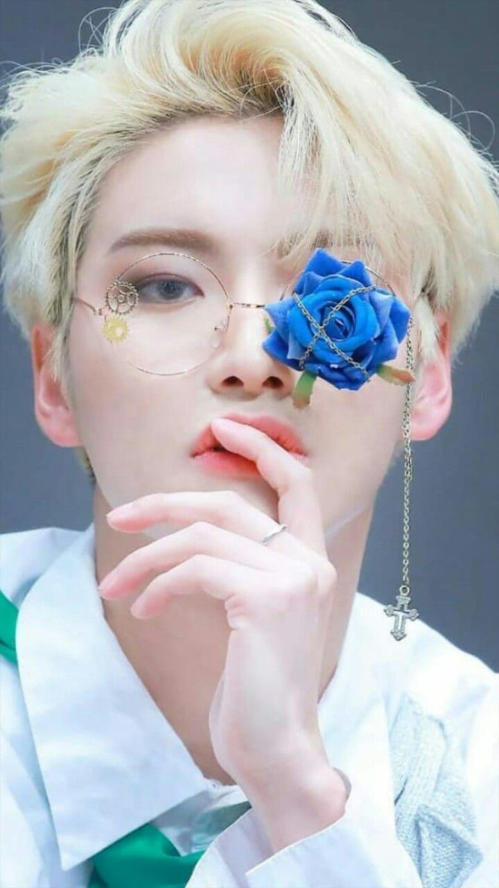 Pin By Retkro On Bias Kpop Boy Kpop Wallpaper Kpop Idol