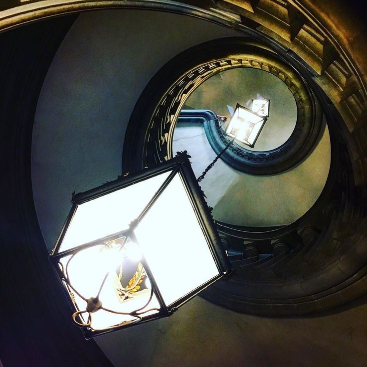 La vita è fatta a scale. Life is like stairs. #firenzebyalexcommentator #palazzocorsini
