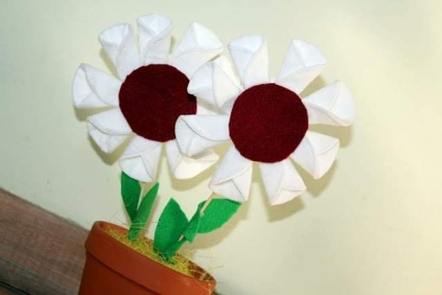 Pin By Martyna On Kwiaty Flower Crafts Spring Crafts Craft Gifts