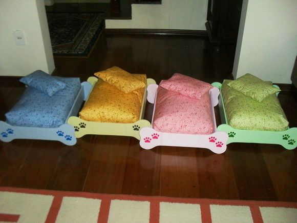 Cama para cachorro em MDF .  O colchão em tecido e manta acrílica não está incluso. Preço R$ 40,00.  A decoração da madeira e do colchão pode ser mudada.        Veja outras opções de caixas para guardar as comidinhas de seu bichinho de estimação:  http://www.elo7.com.br/caixa-pet/dp/10E429 - caixa com tampa  http://www.elo7.com.br/bau-pet/dp/10E41F - bauzinho R$ 89,00