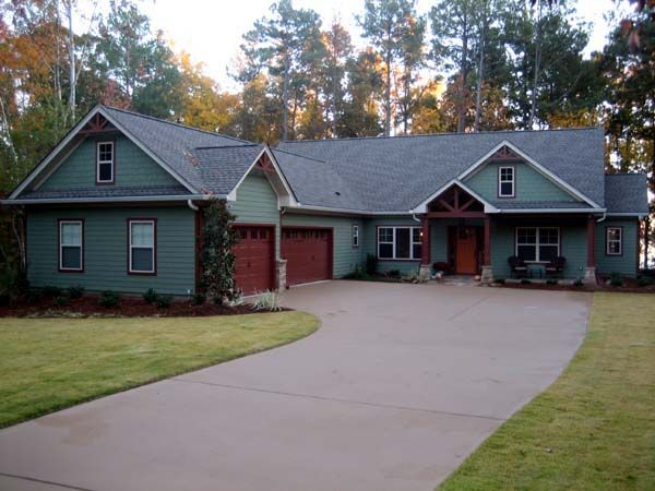 25 best ideas about l shaped house on pinterest for L shaped craftsman home plans