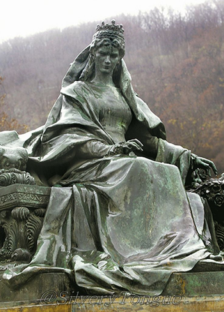 Statue of Empress Elisabeth of Austria (Sisi, due to the movie also known now as Sissi, 1837-1898)