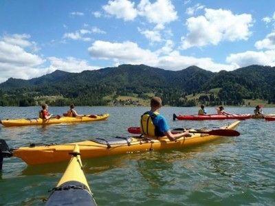 Trăiește-ți vara în natură! Tură cu caiacul pe Lacul Colibița și rafting pe Bistrița Aurie, cu leneveală la jacuzzi pe seară. Cu 2 sau 3 nopți cazare în cabană premium + gastronomie tradițională. Și instructor mereu aproape.