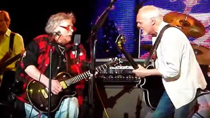"Mountain's Leslie West + Peter Frampton Set New York On Fire With Blistering ""Mississippi Queen"""