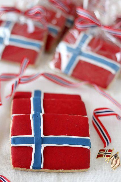 Norwegian Flag Cookies - Rachel....make these for Syttende Mai?????