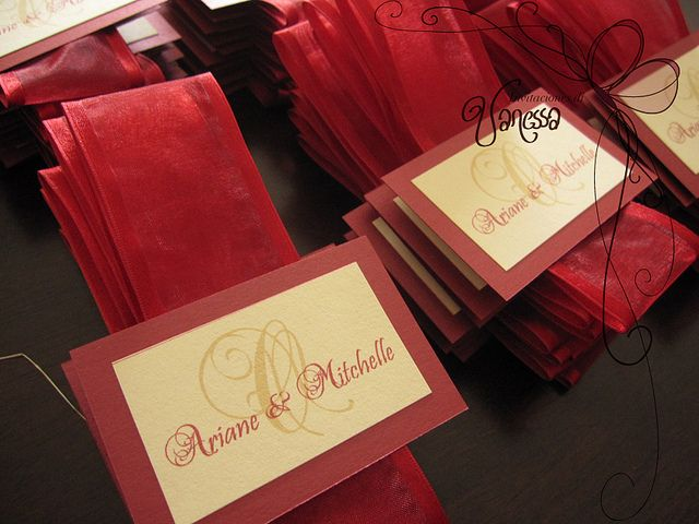 Red and Ivory Wedding Invitation Seals by Invitaciones Di Vanessa, via Flickr I love these color together.