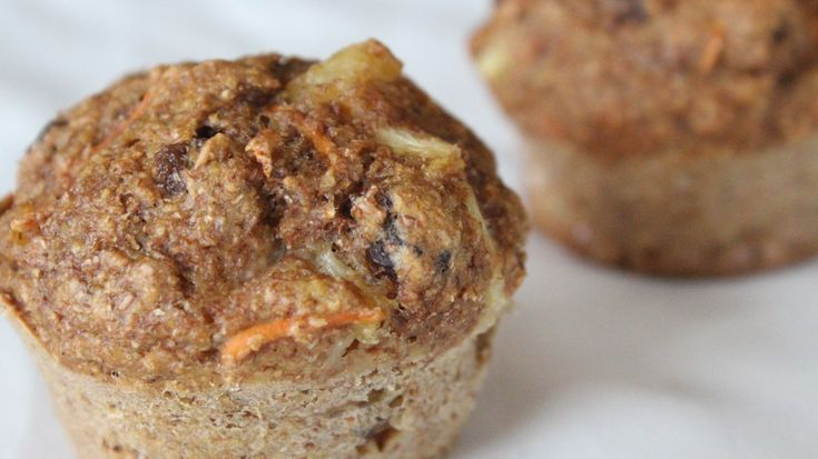 Muffins aux carottes, raisins secs et ananas