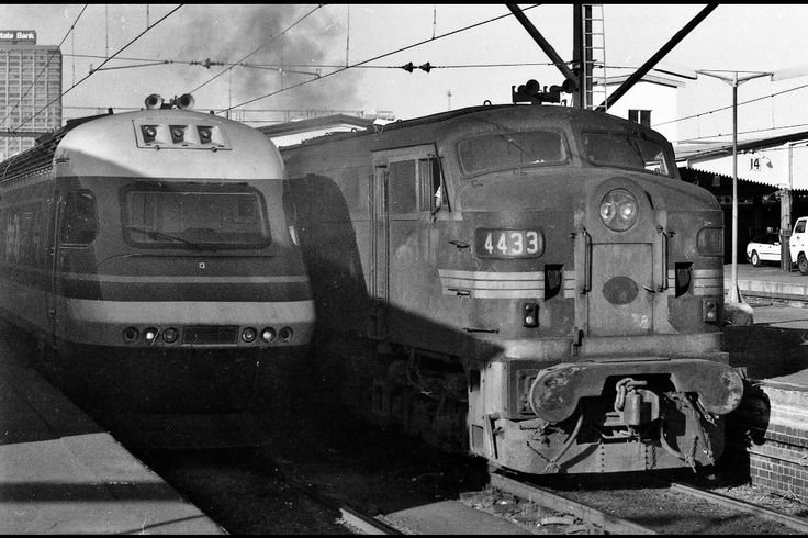 Today's historic photo of the day: Locomotive 4433 sits alongside an XPT headed by XP2013 at Sydney Central Station, February 2 1985.