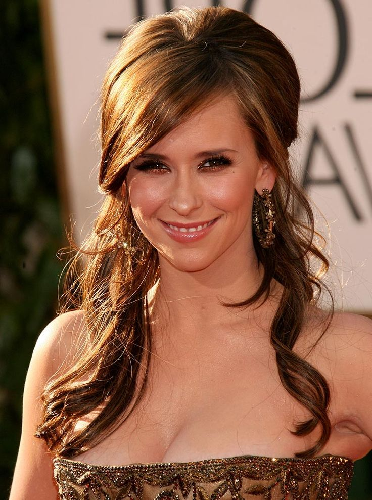 Jennifer Love Hewitt: golden brown hair color + half up hairdo.