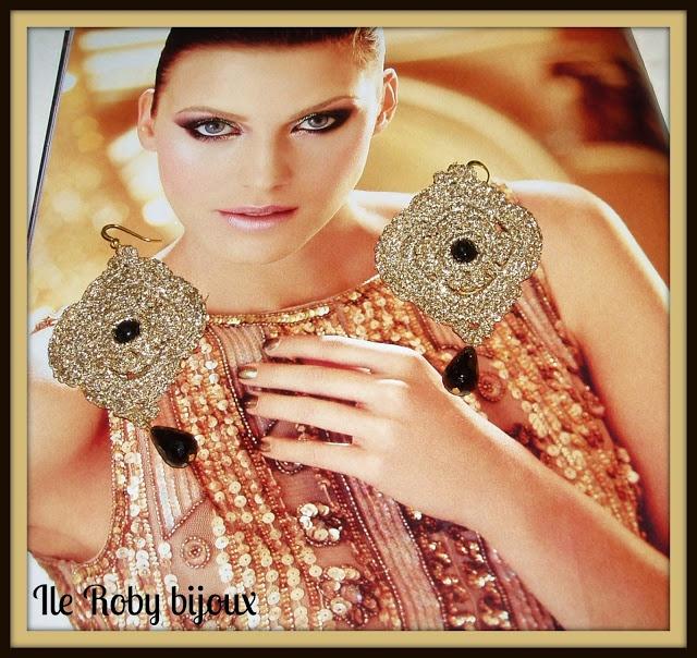 orecchini realizzati a mano a uncinetto  cotone dorato con applicazione di pietre nere