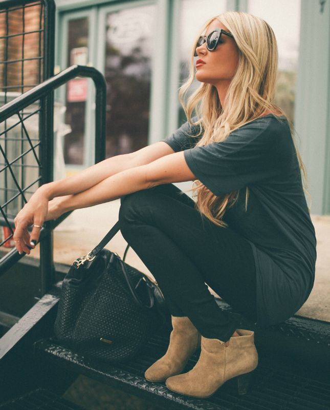 #outfits #black #fashion Amber Fillerup Clark + grey tee + skinny black jeans + tan leather ankle boots + studded bag   Top: Style Lately, Trousers Nordstrom, Shoes: Nine West, Bag: Rebecca Minkoff.