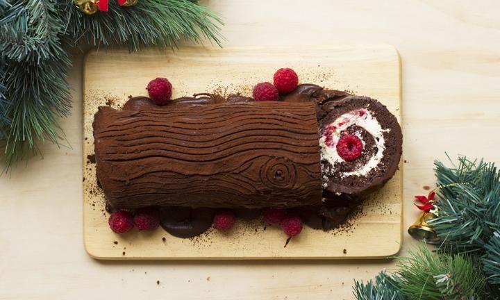 Chocolate raspberry yule log - Kidspot