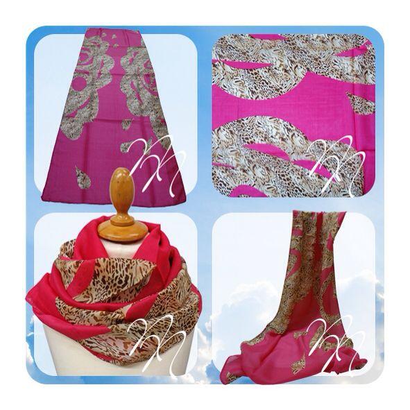 Sjaal roze met luipaard print. Op www.nocanails.nl
