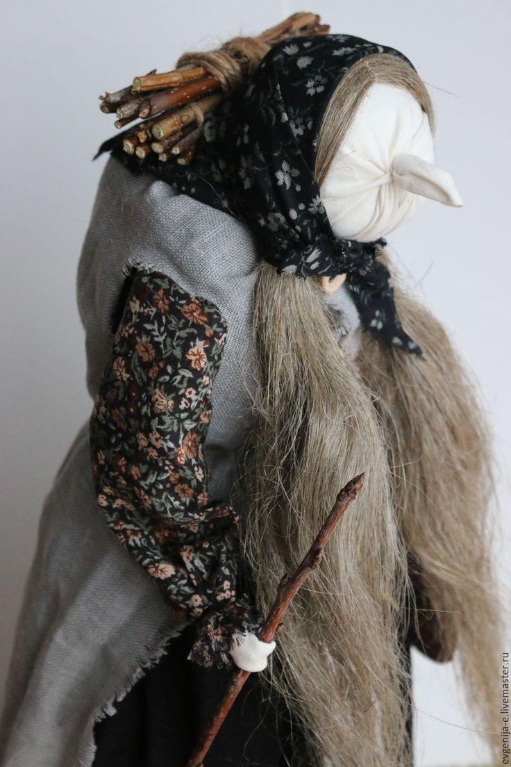 Купить или заказать 'Баба-яга' Авторская кукла-образ в интернет-магазине на Ярмарке Мастеров. БАБА-ЯГА (Язя) - в славянской мифологии лесная старуха-волшебница, ведьма, ведунья, заправляющая вихрями и вьюгами и по самому своему имени родственная со змеем. Баба-яга - изначально прародительница, очень древнее положительное божество славянского пантеона, хранительница рода и традиций, детей и околодомашнего (часто лесного пространства). Бабе-яге принадлежит весьма важная роль в народном ...