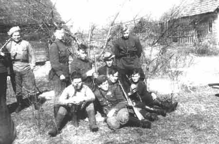 jewish resistance in wwii The introductory essay from the autumn 2015 special issue of jewish currents  on the theme, honoring the jewish resistance [caption.