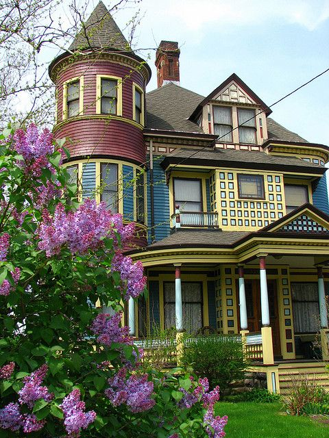 Victorian house in Cleveland, Ohio, USA (by Ron Dauphin)