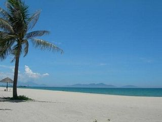 Tuan Chau beach. More at www.reddragoncruise.com/guide/beaches-on-halong-bay/tuan-chau-beach