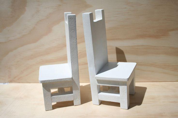 Paire de chaises miniatures en bois - Hauteur 20cm - Décoration ou serre-livre - peinture acrylique : Accessoires de maison par boisdesoluthe