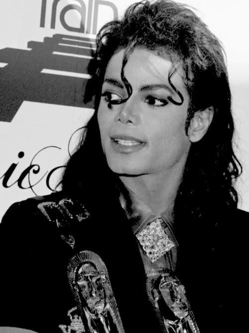 Why nobody could be as stunning as beautiful as you?!!! Tell me why? Tell me why? ..... is it human nature?