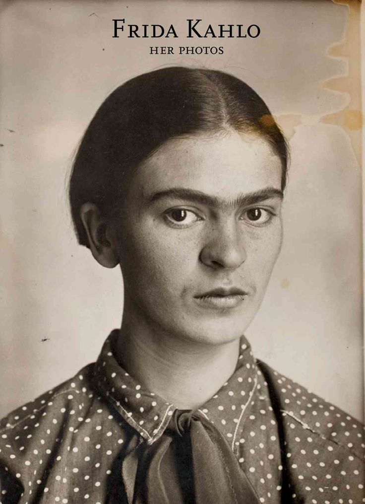 Combines high-quality reproductions of thousands of Kahlo's photographs collected throughout her life and recently rediscovered in her family home storerooms, in a volume that includes images by such