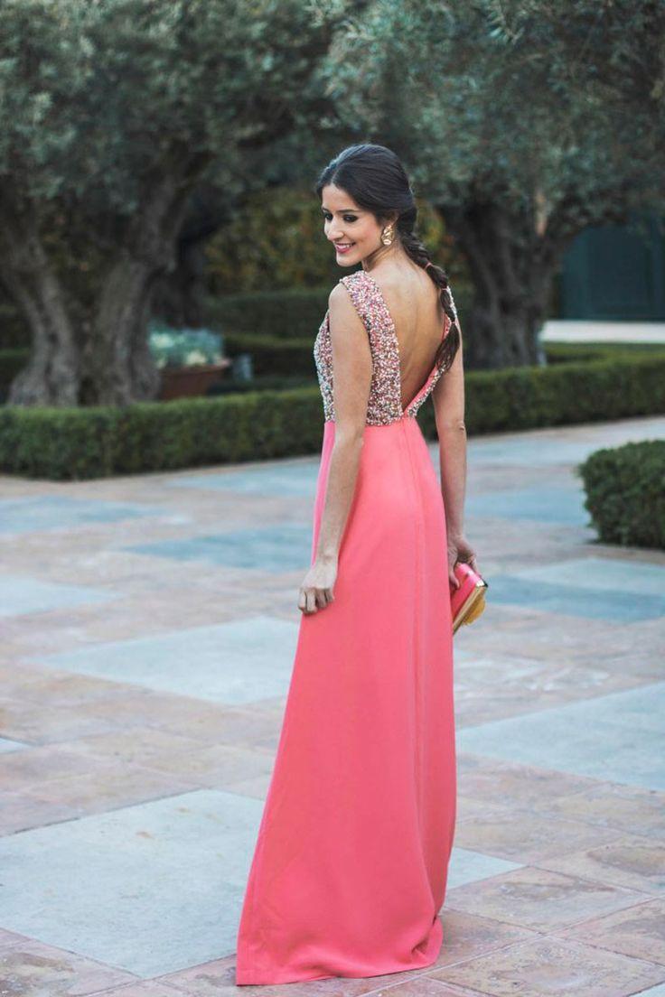 stido largo coral claro con cuerpo de pedreria y lentejuelas y falda de vuelo ideal invitada de boda de tarde o boda de noche dama de honor graduacion evento