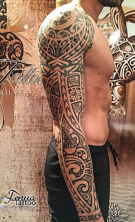 tatouage polynesien maorie tribal epaule bras fenua tattoo