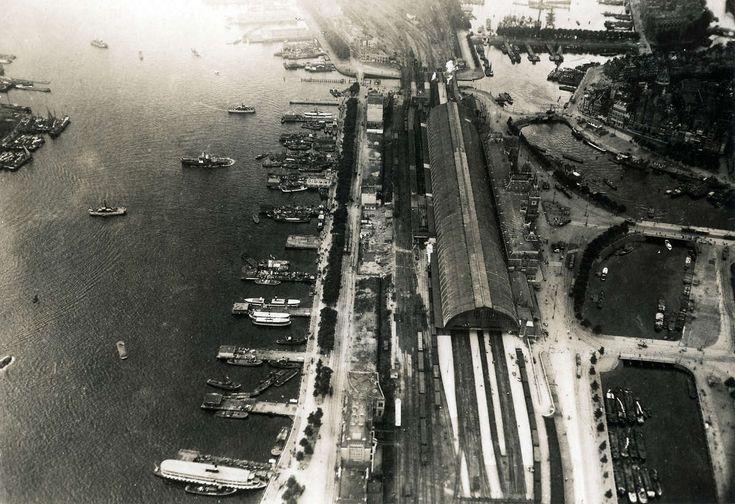 Luchtfoto van het Centraal Station en omgeving, 1919.